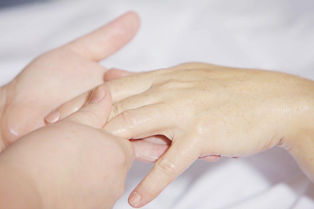 wohltuende Handmassage und Maniküre